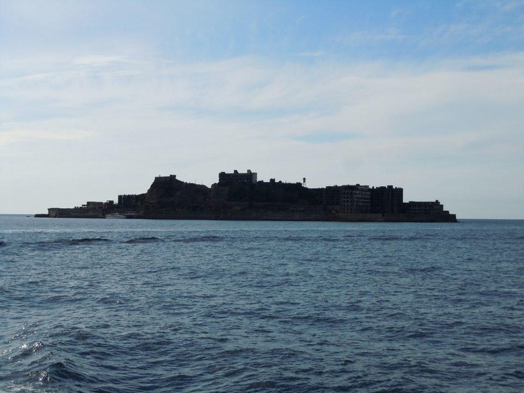 陰影から軍艦に観える軍艦島